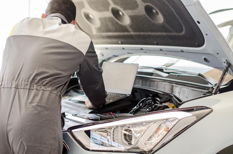 Laptop Car Engineer